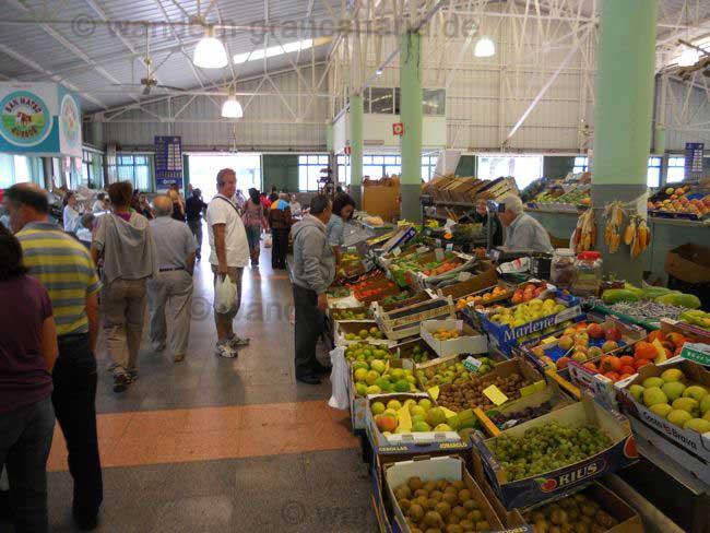 Obst und Gemüse auf dem Bauernmarkt von San Mateo