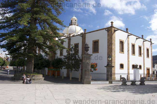 Platz hinter der Kirche von Teror