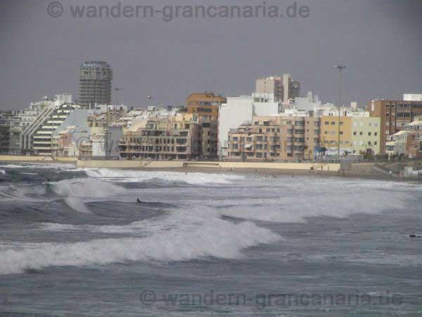 Wellenreiter am Canteras Strand, Las Palmas