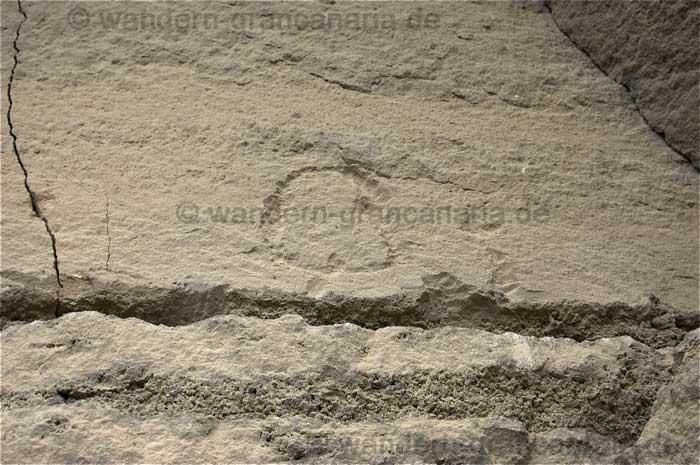 Schriftzeichen der Ureinwohner am Bandamakrater