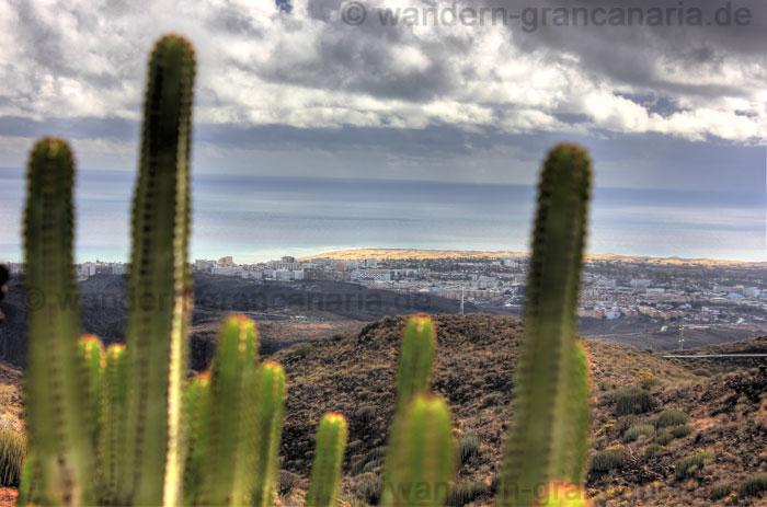 Playa del Ingels und Dünen im Süden von Gran Canaria, bei regnerischem Wetter