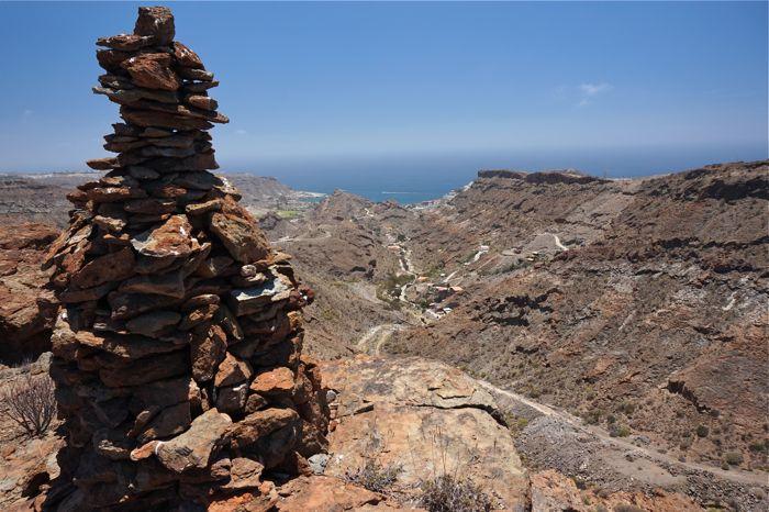 Steinmännchen oberhalb des Tales von Playa del Cura