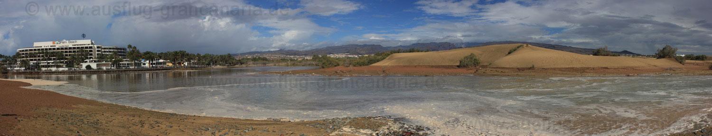 Charca de Maspalomas mit Hotels und Dünen bei Hochwasser