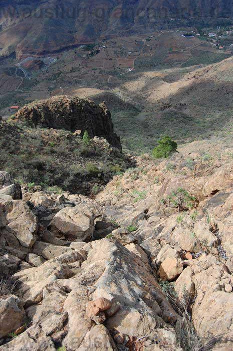 Schwieriger Abstieg einer Bergtour im Süden von Gran Canaria