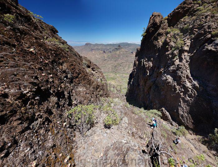 Bergsteigen an Felswand westlich Roque Nublo