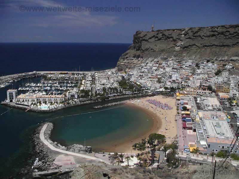 Ort und Sandstrand, Puerto de Mogan