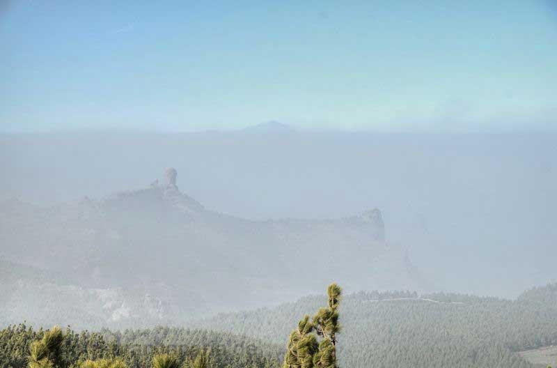 Kalima im Zentrum von Gran Canaria, Zu sehen Roque Nublo und Teide