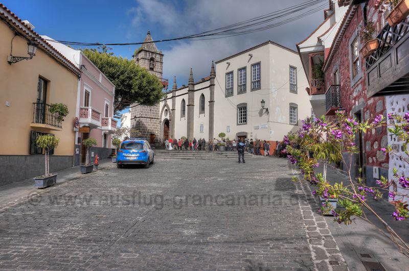Kirchplatz und Kirche von Santa Brigida, Gran Canaria Nordosten