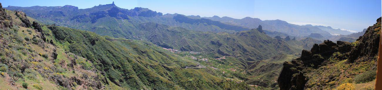 Ausblick von einem Aussichtspunkt ins Zentrum von Gran Canaria, mit Tejeda, Roque Bentaiga und Roque Nublo.
